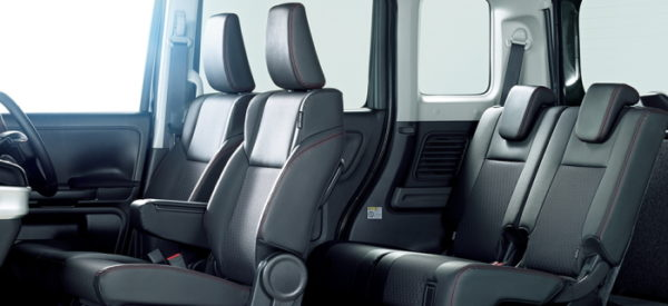 スペーシアカスタム ハイブリッドXSの車内空間