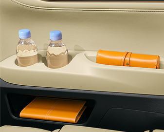 アルファード3列目シート回りのボトルホルダー&トレイ&運転席リアクォータートリムサイドボックス