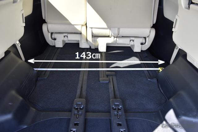 リヤのタイヤハウスの出っ張り避けて、2列目シートの後側の横幅寸法は143㎝