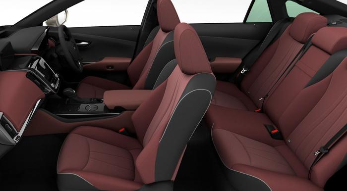 クラウン2.5RSアドバンスの車内空間
