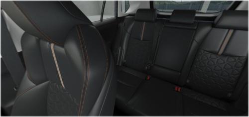 アドベンチャーの車内空間・ブラック