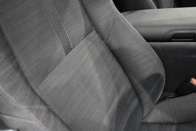 クラウンスリートブラックファブリックシートのシート背もたれ部分