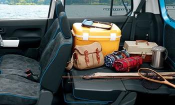 後部座席を両方とも倒し、荷室スペースをしっかり確保