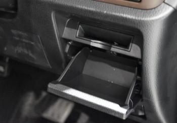 エスクァイアの運転席ロアボックス+カードホルダー
