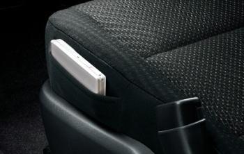 スペイドG/F/FクイーンⅢの運転席クッションサイドポケット