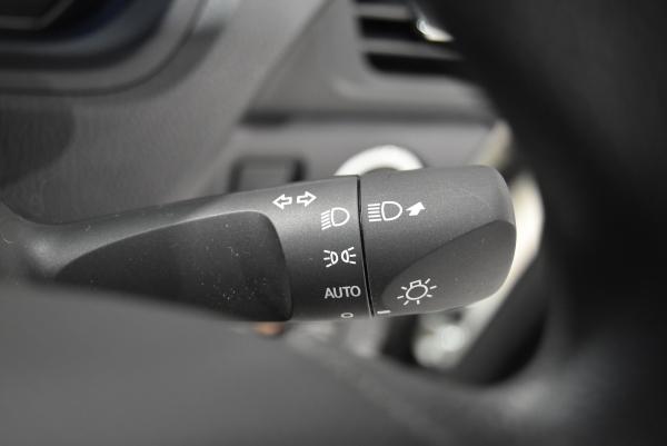 ノアのステアリング右側のウインカーレバー&ヘッドライトスイッチ