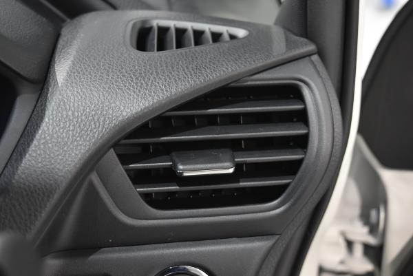 ノアXのエアコン吹き出し口の風向き調節つまみ(メッキ加飾)