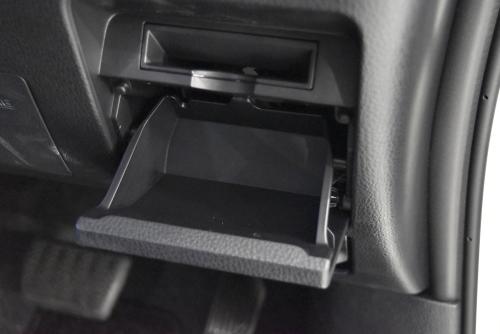 ノア運転席側のロアボックス(オープン時)