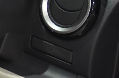 パッソの運転席プッシュオープンタイプのカップホルダー