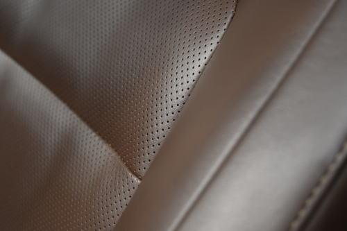 ランドクルーザーZXのプレミアムナッパ&人工皮革シート表皮(ブラウン)