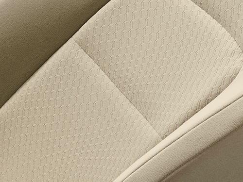 ランドクルーザーAXのニュートラルベージュのシート表皮