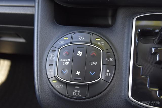 エアコンの操作ボタン