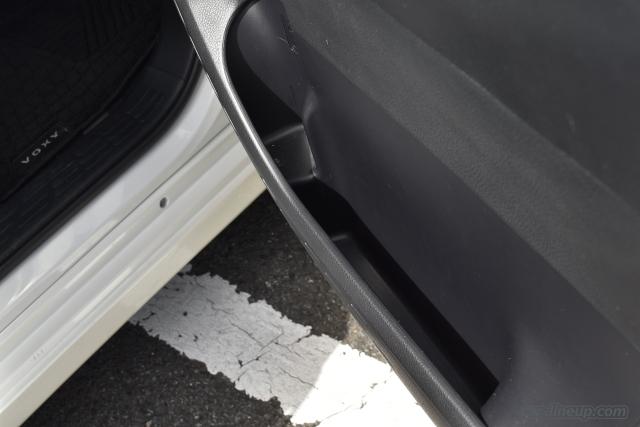 運転席側のドアポケット