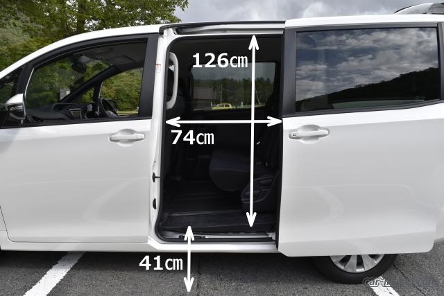 ヴォクシーのスライドドアの開口部の寸法(実測)