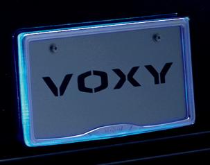 ヴォクシーのとてもきれいなナンバーフレームイルミネーション