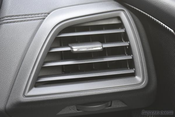 運転席側のエアコン吹き出し口