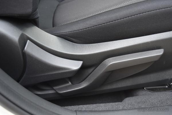 運転席シートのレバー式リフレクター