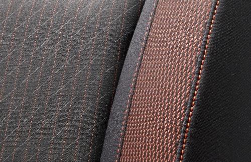 フィットのシート表皮・デザイン〇RS(ブラック×オレンジ)