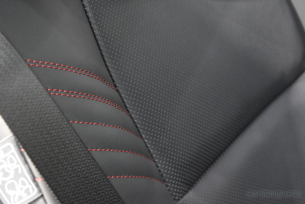 ハリアーのシート表皮(プレミアムナッパ本革のブラック&レッド)