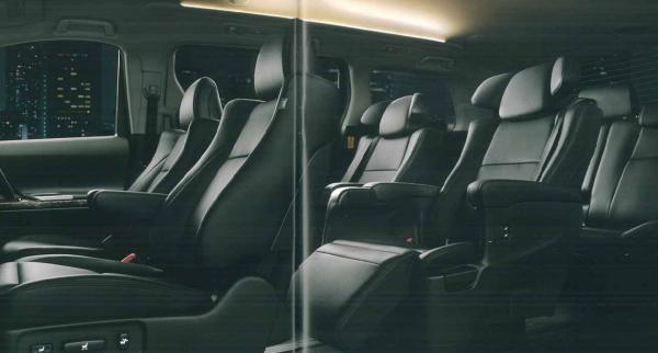 H20Wヴェルファイアの車内空間後期
