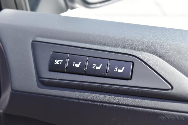 ヴェルファイアのメモリーシートのボタン