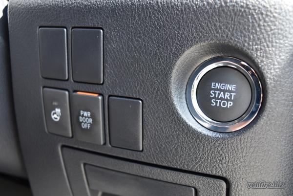 ヴェルファイアのエンジンスタートボタン