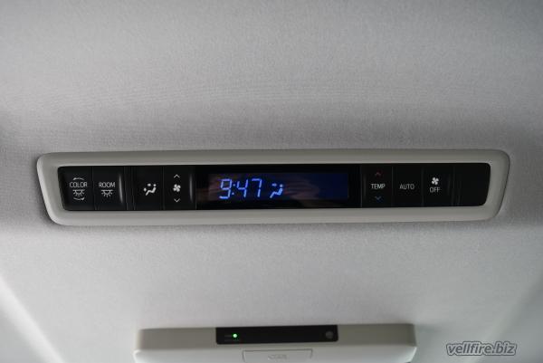 ヴェルファイアのエアコン調整パネル
