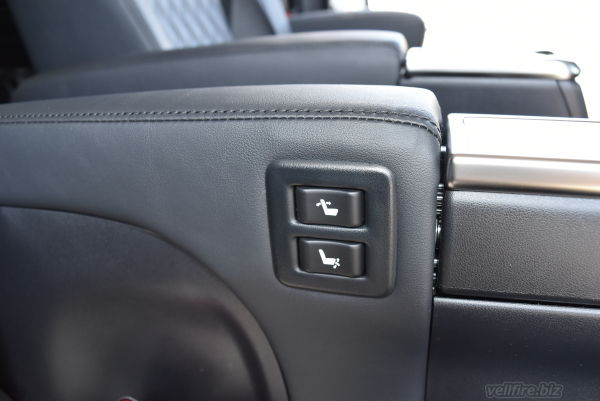 ヴェルファイアのセカンドシートのシート調整スイッチ