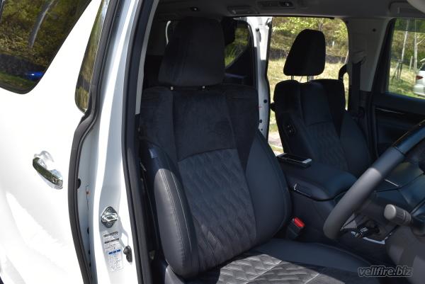 ヴェルファイアの運転席シート
