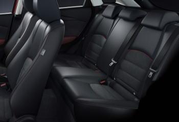 CX-3の後部座席