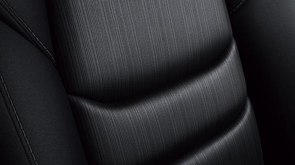 XDプロアクティブのシートカラーはブラックで、表皮はスクエアメッシュクロス