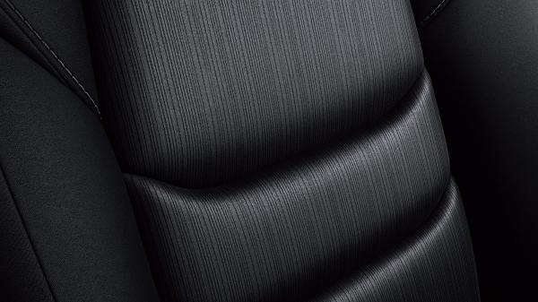 XD プロアクティブと同様、ブラックのスクエアメッシュクロス表皮