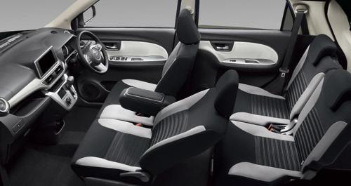 ホワイト内装・車内空間