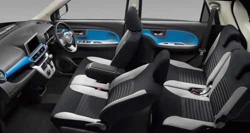 ブルー内装・車内空間