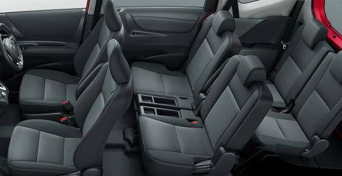シエンタハイブリッドとガソリン車の内装の違い・車内空間