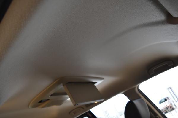 エルグランドプレミアムアーバンクロムとプレミアムの天井色