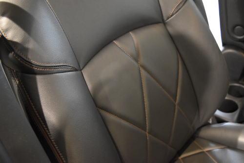 プレミアムアーバンクロム/プレミアムの運転席背もたれ部分の質感
