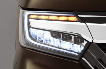 NBOXの9灯式フルLEDヘッドライト