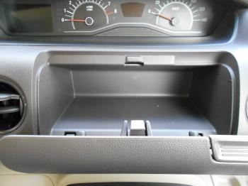 NBOXの運転席アッパーボックス(オープン時)