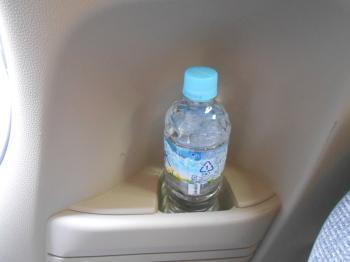 NBOXのリアボトルホルダー