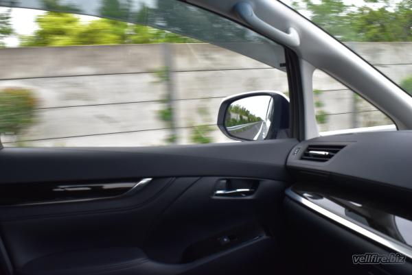 高速道路でのヴェルファイア