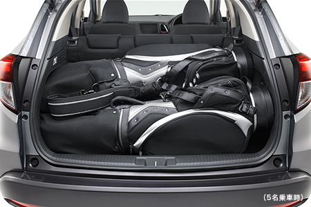 ヴェゼルの荷室にゴルフバックは3個積めます
