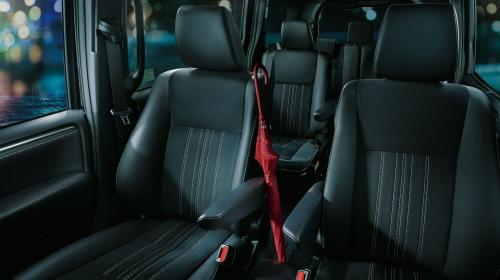 特別仕様車 Giプレミアムパッケージ・ブラックテーラード(Premium Package・Black-Tailored)車内空間