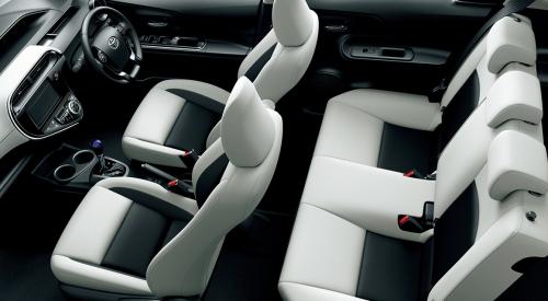 ホワイトソフトレザー内装・車内空間