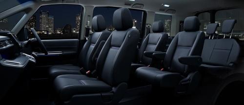 ブラック×パープル内装(スパーダ)車内空間