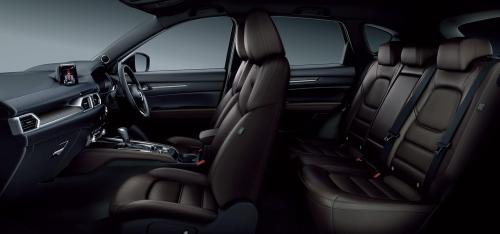 特別仕様車・エクスクルーシブ モード(Exclusive Mode)のディープレッド内装・車内空間