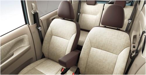 アイボリー内装(標準グレード)車内空間