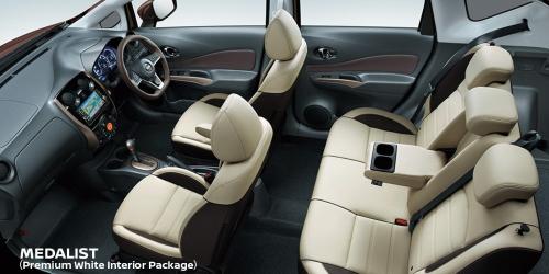 プレミアムホワイトインテリアパッケージ(メーカーオプション)車内空間
