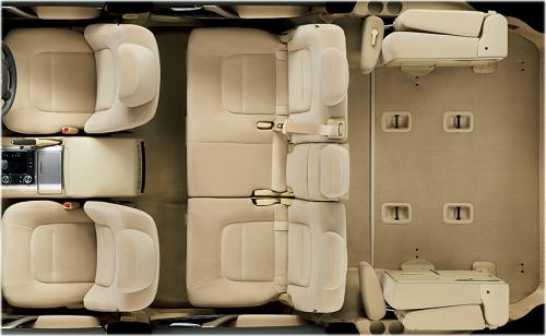 ランドクルーザーの8人乗りのシートアレンジ・サードシートスペースアップ状態