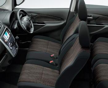 デイズ ハイウェイスターのシート表皮はスエード調クロス
